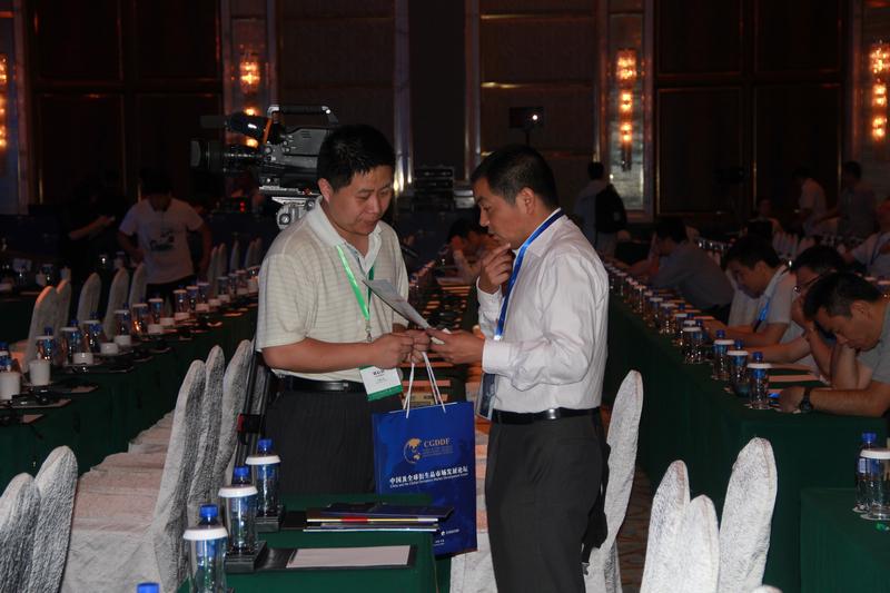 生意社总编刘心田先生与参会代表现场交流